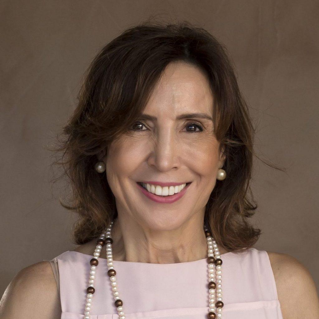 Dra. Ana L R Valadares